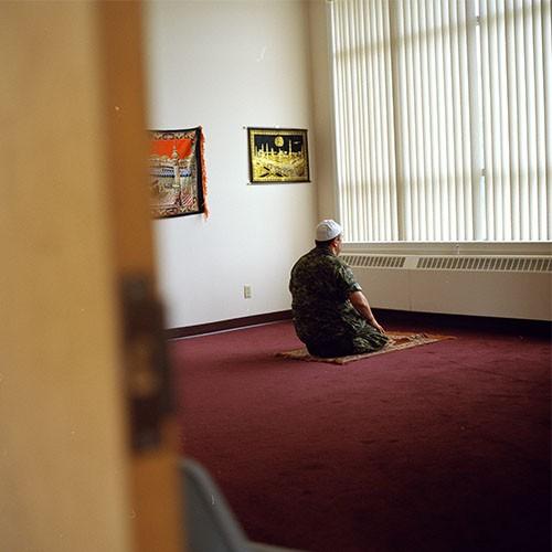 http://fotographer.ca/files/gimgs/th-9_praying004.jpg